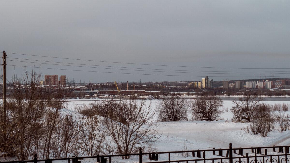 Pohled od hotelu na řeku