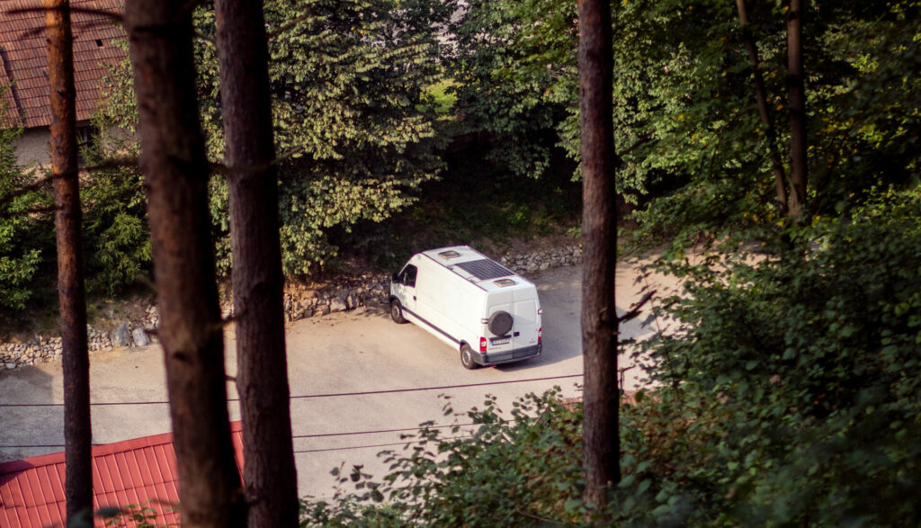 Emil zaparkovaný pod Strečnem
